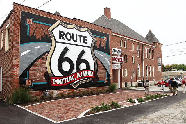 rt66museum-pontiac1